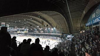 Bekannt für eine gute Stimmung bei kalten Temperaturen: Stadion Valascia in Ambri.