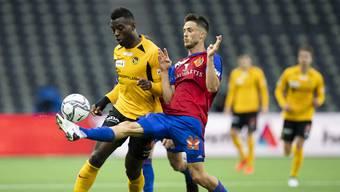 Jean-Pierre Nsame (hier gegen Ricky van Wolfswinkel) erwies sich in den letzten Jahren als äusserst treffsicher gegen den FCB.