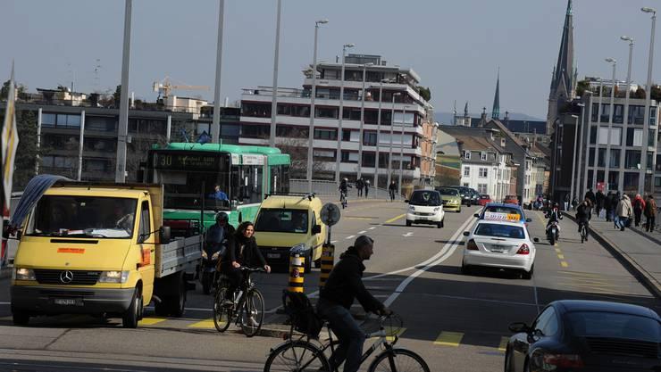 Der Überfall ereignete sich am St. Johanns-Rheinweg bei der Johanniterbrücke.
