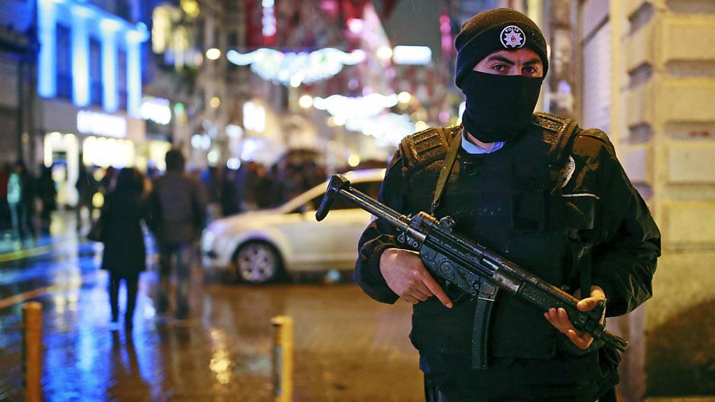 Die Fahndung anch dem flüchtigen Attentäter von Istanbul geht weiter.