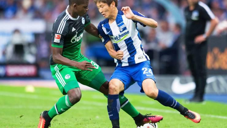 Breel Embolo (links) muss sich bei Schalke und in der Bundesliga erst noch zurechtfinden