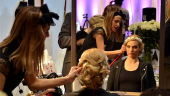 An der Hochzeitsmesse «Meine Hochzeitsträume» im Campussaal war auch das Coiffeur-Team von Beyza Tut im Einsatz. Daniel Vizentini