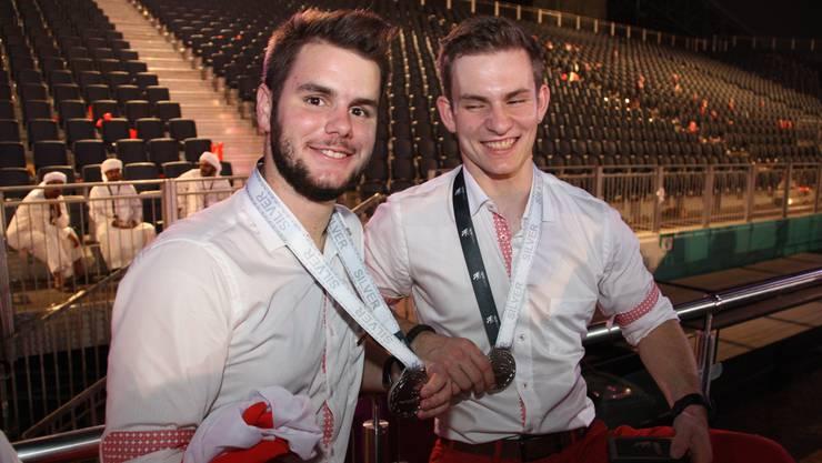 Heiko Zumbrunn mit einem weiteren Schweizer Kandidaten an der Schlussfeier.