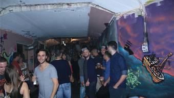 Gute Stimmung im ZOO: Rund 350 Partygänger feiern ein letztes Mal bei Minimal und Deep House.