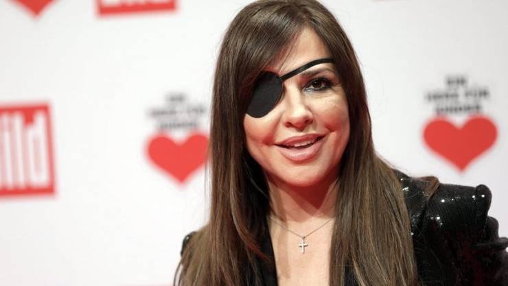 """Simone Thomalla ist am 3. Dezember 2016 bei der Gala """"Ein Herz für Kinder"""" mit einer Augenklappe erschienen. Der Grund: Sie ist von einem Hund gebissen worden (Archiv)"""