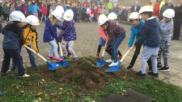 Spatenstich für die Sanierung und Erweiterung des Primarschulhauses in Stetten