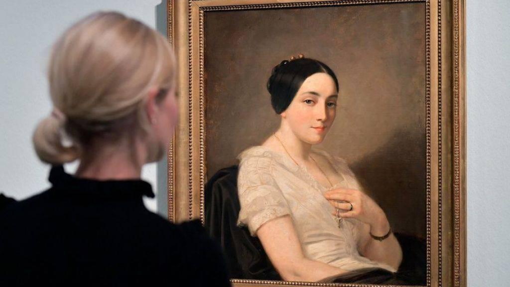 Die rechtmässigen Besitzer des «Portrait de jeune femme assise» des französischen Malers Thomas Couture (1815-1879) konnten dank eines winzigen reparierten Loches auf Brusthöhe eruiert werden. (Archivbild)