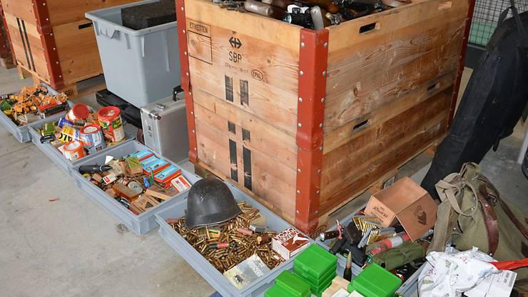 Ein Teil der bei der Thurgauer Kantonspolizei abgegebenen Waffen und Munition, die nun fachgerecht entsorgt werden.