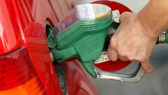 Was drauf steht ist nicht zwingend auf drin: Mineralölkonzerne können Benzin verkaufen, das bis zu fünf Prozent Biotreibstoff enthält. Beim Biodiesel können es gar bis zu sieben Prozent sein.