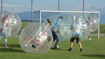 Die «Bubble Balls» brachten die Spieler zuweilen in Schieflage. (zvg)