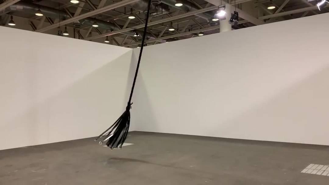 Das eindrückliche Werk von Monica Bonvicini an der Art Unlimited