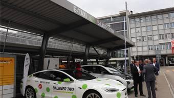 Die Tankstelle für E-Taxis ist neben der Velostation zu finden. Bild: cla
