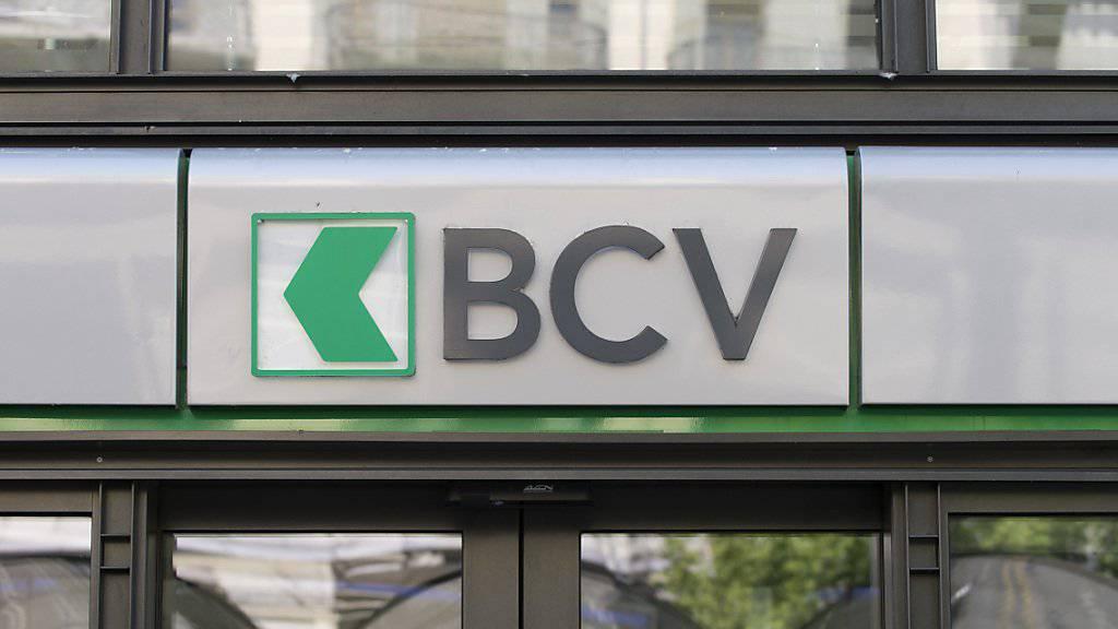 Die Wadtländer Kantonalbank - hier am Hauptsitz in Lausanne aufgenommen - hat im ersten Semester weniger Gewin geschrieben. (Archivbild)