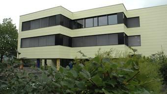 Bezirksschule Windisch nach der Sanierung: Früher bröckelte die Betonfassade.