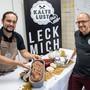 Dominique Mattenberger (links) und Florian Stähli zeigen den Produktionsbetrieb von «Kalte Lust» in Olten.