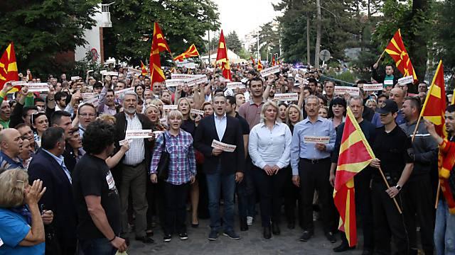 Friedensmarsch in Skopje: Mazedonier gedenken getöteter Polizisten