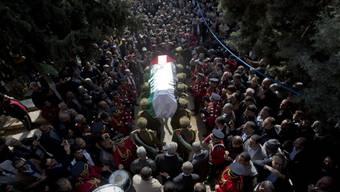 Trauerzug mit dem Sarg von Siad Abu Ain