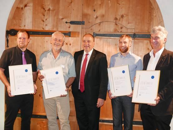 Von links: Christian Steimer, Wettingen; Urs Gasser, Ueken; Pirmin Umbricht, Untersiggenthal; Jürg Wetzel, Ennetbaden. In der Mitte Finanzdirektor und Jury-Präsident Markus Dieth.