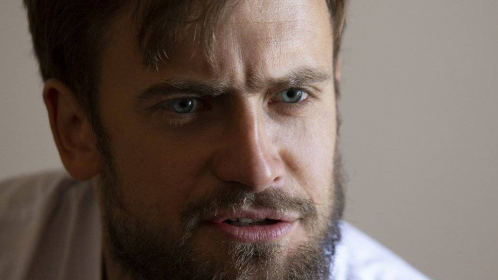 Pjotr Wersilow, Mitglied der russischen Protestband Pussy Riot, soll aufgewacht sein. Der Regierungsgegner war am Dienstag mit Seh-, Sprech- und Bewusstseinsstörungen ins Krankenhaus gebracht worden.