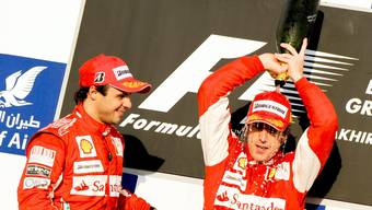 Forme-1-GP in Bahrain: Sieger Alonso neben Ferrarikollegen Massa