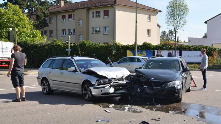 Am Dienstagmorgen prallten zwei Autos auf der Rennbahnkreuzung in Muttenz ineinander.