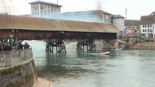 Holzbrücke in Olten steht in Flammen