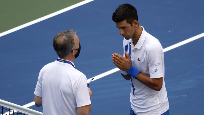 Novak Djokovic schiesst Linienrichterin ab und wird disqualifizert
