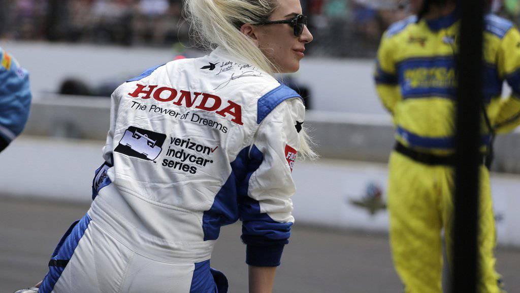 Lady Gaga hat den Fahrausweis erhalten - und wirft sich gleich ins Rennkostüm. (Archivbild)