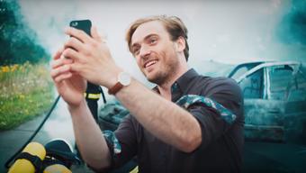 """""""Schaulustige"""", ein von der Sparkasse Osnabrück geförderter Kurzfilm, ist ein Filmprojekt mit der Freiwilligen Feuerwehr Osnabrück, dem Bürgerverein Wüste e.V. und den Filmemachern Elena Walter und Emanuel Zander-Fusillo von der Blickfänger GbR.#seikeingaffer"""