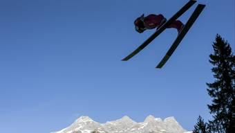 Fristet das Skispringen bald nur noch ein Schattendasein: Simon Ammann springt von der Engelberger Sprungschanze.