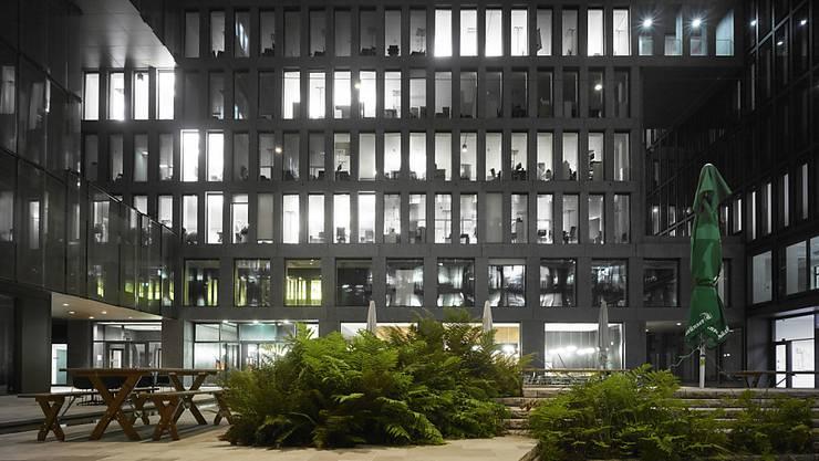 In der Schweiz standen 2018 deutlich weniger Büros leer als im Jahr davor. Insbesondere in der Zürcher Innenstadt sind Büroflächen gefragt.(Symbolbild)