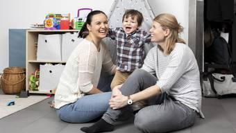 Manchmal werden Leonie und Sonja gefragt, wer das Mami von Josh sei. «Wir beide», sagen sie.