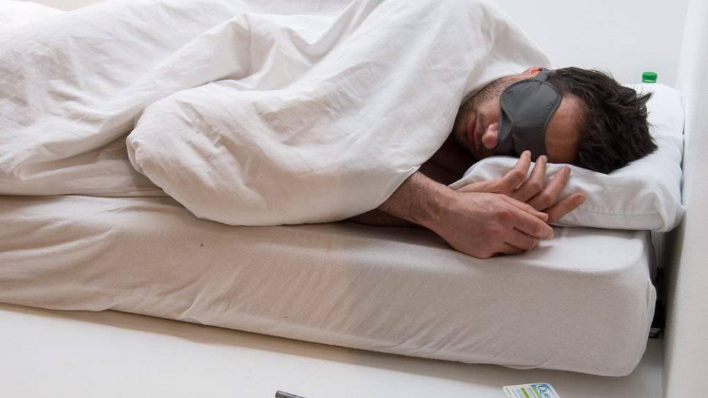 Der Franzose Virgile Novarina liegt in Galerien rum und schläft: Dafür wurde der Künstler nun mit dem Paula-Modersohn-Becker-Kunstpreis geehrt.