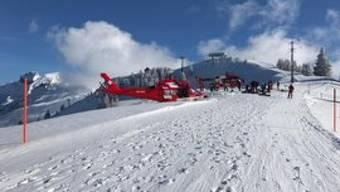 Ein Skifahrer hat im Gebiet Hoch-Ybrig abseits der Piste eine Lawine ausgelöst. Suchmannschaften und Helikopterbesatzungen suchten nach möglicherweise Verschütten.