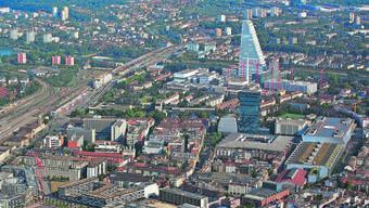Blick auf den nördlichen Zipfel des Basler Messe-Areals, wo die Stadt zwei Gebäude aufgekauft hat. (Archivbild)
