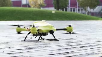 Alec Moment hat den Prototyp einer Drohne entwickelt, die Leben retten soll. 100 km/h schnell, transportiert die Drohne in wenigen Minuten die richtige medizinische Versorgung.