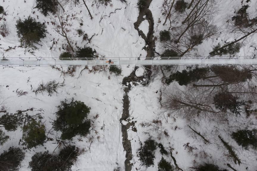 Ein Augenschein auf der Baustelle: Die Hängebrücke zwischen Grub und Egersriet, am 30. Januar. (Bild: TAGBLATT/Benjamin Manser)