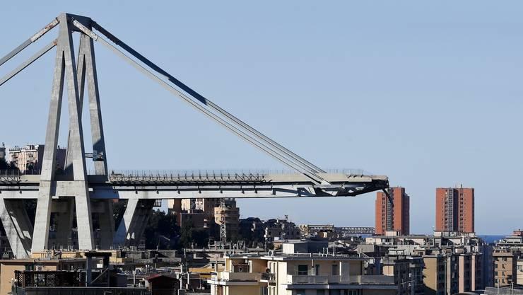 Während eines schweren Unwetters am 14. August ist die 40 Meter hohe Brücke, auch Polcevera-Viadukt genannt, auf einem etwa 200 Meter langen Stück eingestürzt.