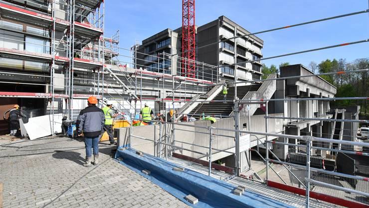 Rundgang auf der Baustelle der Kantonsschule Olten im April 2017