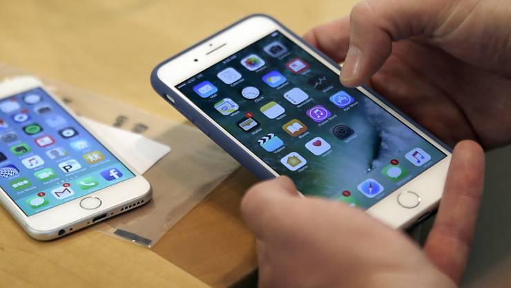 Apple löschte in seinem App Store in China mehrere Anwendungen, mit denen Internet-Zensurmassnahmen des Landes umgangen werden können. (Archivbild)