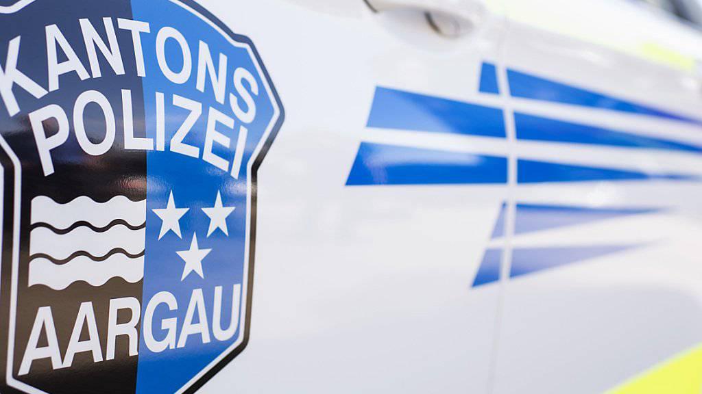 Die Aargauer Kantonspolizei hat in Lenzburg einen Mann festgenommen, der mehrere Menschen mit einer Schrotflinte bedroht hat. (Archivbild)