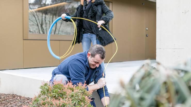 Nur Marcos Vasquez weiss, wo das Kabel überall durch muss.