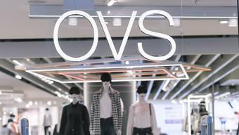OVS will in der Schweiz jüngere Kunden anziehen. Doch bisher konnte der Zulauf neuer Kunden den Verlust traditioneller Kunden nicht kompensieren.