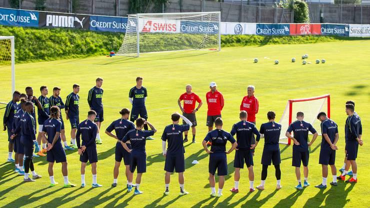 """""""Wann steht endlich wieder der Fussball im Mittelpunkt? Die Schweizer Nationalmannschaft hat unruhige Monate hinter sich."""" (Pascal Muller/freshfocus)"""