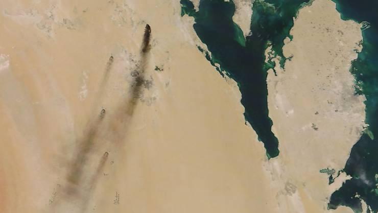 Öl-Anlagen in Flammen in Saudi-Arabien nach einer mutmasslichen Attacke durch Huthi-Rebellen aus dem Jemen. (Archivbild)