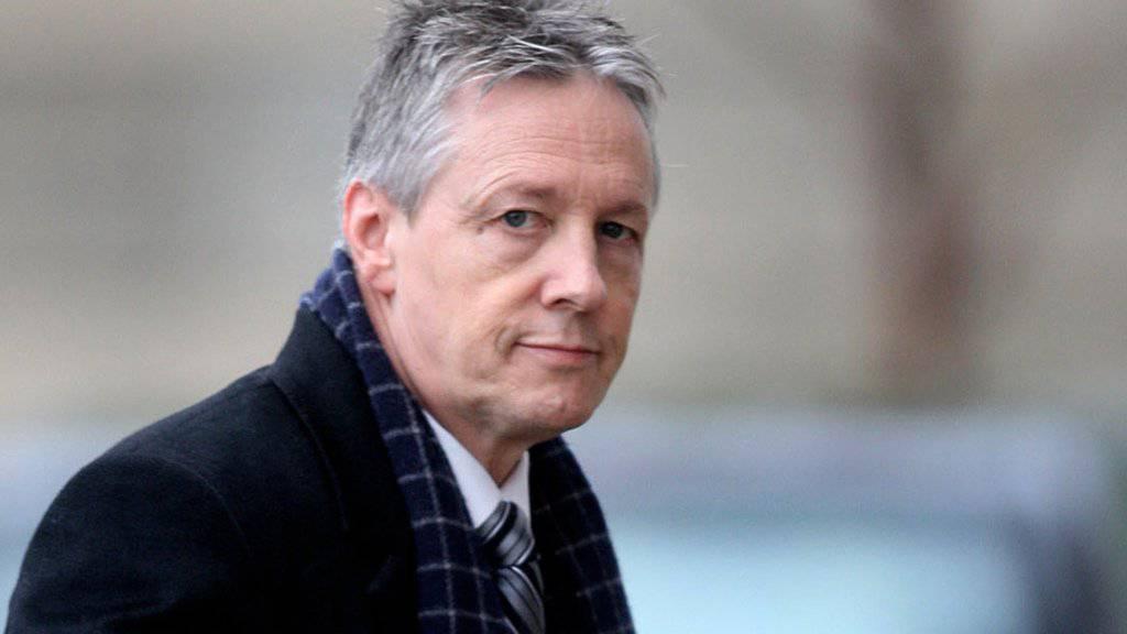 Regierungschef Peter Robinson fordert eine Aussetzung der Parlamentssitzungen in Nordirland. Macht er sein Ultimatum wahr und tritt zurück, käme es wohl zu Neuwahlen. (Archivbild)