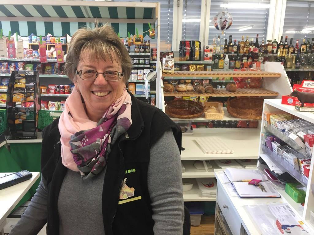 Lydia Gopp ist Chefin im Dorfladen  Bernhardzell. Sie verkaufen keine Halloween-Artikel. (© Vanessa Kobelt/FM1Today)