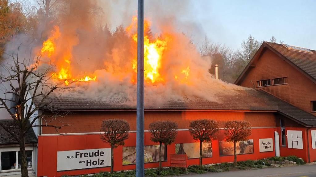 Brand bei Schreinerei in Fislisbach