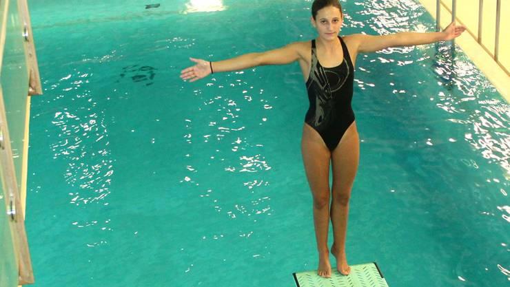 Fast täglich feilt Wasserspringerin Vivian Barth im Schwimmbad Telli an der Eleganz ihrer Sprünge. fba