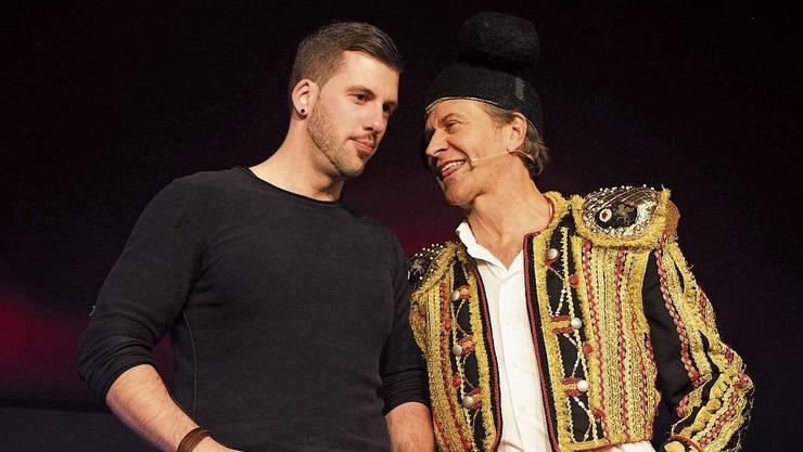 Der australische Comedian Rob Spence bezog 2016 als spanischer Torero das Publikum in seine Show am Klangheimli-Festival mit ein.